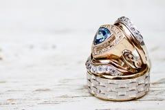 guldcirklar som gifta sig white Royaltyfri Fotografi