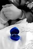 guldcirklar två som gifta sig Arkivfoto
