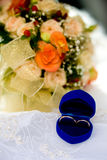 guldcirklar två som gifta sig Royaltyfri Foto