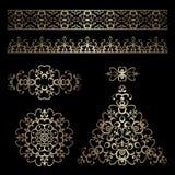 Guldgränser och swirly designbeståndsdelar på svart Royaltyfria Bilder