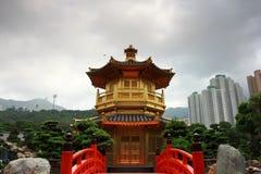 guldHong Kong paviljong royaltyfri bild