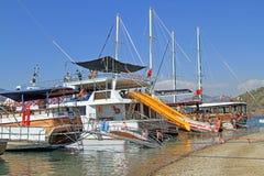 Gulets em uma das doze ilhas perto de Fethiya Foto de Stock Royalty Free