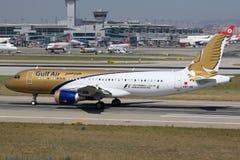 Gulf Air-de Luchthaven van Luchtbusa320 Istanboel Royalty-vrije Stock Afbeeldingen