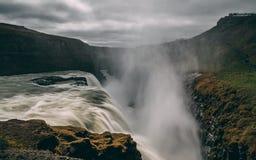 Gulfoss瀑布在有光滑的水很长时间曝光的冰岛 库存图片