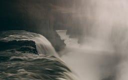 Gulfoss瀑布在有光滑的水很长时间曝光的冰岛 免版税库存照片