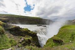Gulfoss金黄瀑布和hvita河的峡谷在su 免版税图库摄影