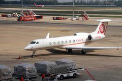 Gulfstream航空航天gv sp g550固定的机翼多引擎20位子/有商标瓷cefc被限制的能量公司的2个引擎 免版税库存照片