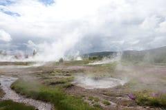 Gulgotać geysir w Iceland obrazy royalty free