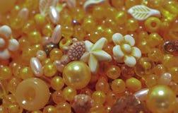 Guling formade pärlor Royaltyfri Foto