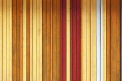 Guling, vit och grå färger målade träbakgrundstextur med ve Royaltyfria Bilder