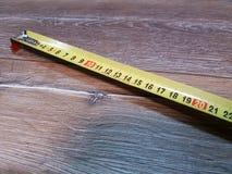 Gulingen mäter Arkivfoto