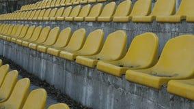 Gulingstolar i en tom stadion, fps för ultrarapid 120 lager videofilmer