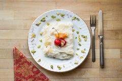 Gullac/Ramadan Dessert tradicional turco imagens de stock royalty free