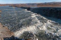Gullfoss понижается в Исландию Одно из самых известных падений в Исландию фонтан монументальный Радуга Стоковые Фото