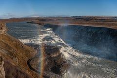 Gullfoss понижается в Исландию Одно из самых известных падений в Исландию Радуга Стоковые Фото