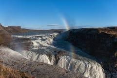Gullfoss понижается в Исландию Одно из самых известных падений в Исландию Радуга в Bavkground Стоковое Изображение