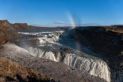 Gullfoss понижается в Исландию Одно из самых известных падений в Исландию Радуга Стоковая Фотография