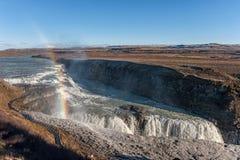 Gullfoss понижается в Исландию Одно из самых известных падений в Исландию Радуга в переднем плане Стоковая Фотография