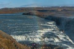 Gullfoss понижается в Исландию Одно из самых известных падений в Исландию Радуга в переднем плане Стоковая Фотография RF