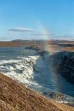 Gullfoss понижается в Исландию Одно из самых известных падений в Исландию Радуга Стоковое Фото