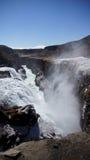 Gullfoss ijzige waterval onderaan de kloof royalty-vrije stock fotografie