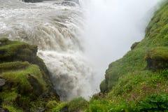 Gullfoss, najwięcej spektakularnego waterall, dwa kaskady na Hvita Rzecznym bębnowaniu w głębokiego wąwóz zdjęcia stock