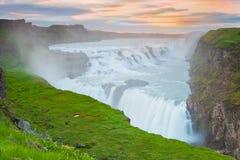 Gullfoss siklawa przy zmierzchem w Iceland Zdjęcia Stock
