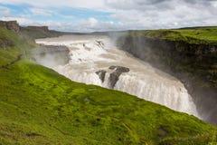 Gullfoss vattenfall den guld- nedgången i Island royaltyfria foton