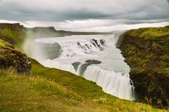 Gullfoss vattenfall i populär turist- rutt för guld- cirkel i kanjonen av den HvÃtà ¡ floden i sydvästliga Island Royaltyfri Fotografi
