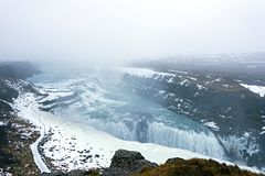 Gullfoss vattenfall i vinter som den Hvita floden Reykjavik Ic royaltyfria bilder