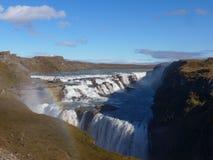 Gullfoss - vattenfall och regnbåge i Island arkivfoton