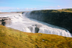 Gullfoss-Wasserfall mit Moos in Island Stockbilder
