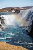 Gullfoss-Wasserfall, Regenbogen, blauer Himmel, Island Stockbild