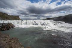 Gullfosswaterval in IJsland voor blauwe hemel stock fotografie