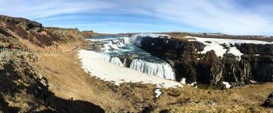 Gullfosswaterval, regenboog, blauwe hemel, IJsland, panorama Stock Afbeelding