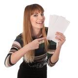 Gullig affärskvinna med kuponger Arkivbilder