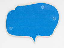 Gullig anförandebubbla som isoleras på en vit bakgrund Arkivbilder