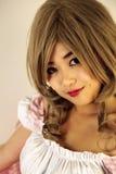 Gullig asiatisk flicka arkivbild