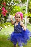 Gullig behandla som ett barn-flicka i ballerinakjolkjol Royaltyfria Bilder
