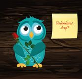 Gullig blå uggleunge som väntar för att ge a av blommarosa färgrosen och hjärta vektor illustrationer