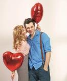 Gullig blond kvinna som kysser hennes valentin pojkvän royaltyfria bilder