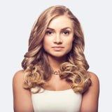 Gullig blond kvinna w Royaltyfri Foto