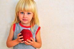 gullig blond pojke Fotografering för Bildbyråer