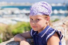 Gullig Caucasian liten flicka i bandanna arkivfoton
