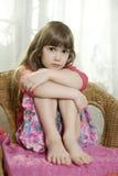 gullig drömma flicka little Royaltyfria Bilder