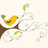 Gullig fjäderfågel på en filial Royaltyfri Bild