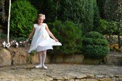 gullig flicka Royaltyfria Bilder