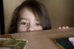 gullig flicka fem lilla gammala år Arkivfoto