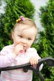 gullig flicka little Arkivbilder