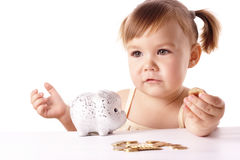 gullig flicka little piggybank Royaltyfri Bild